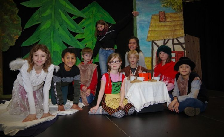 Theater-AG spielt Hänsel und Gretel